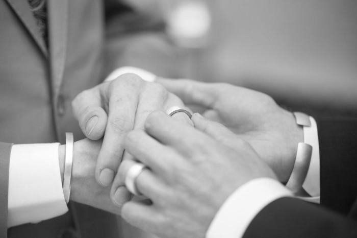 gay-wedding-bremen-ringwechsel-Styled-Shoot