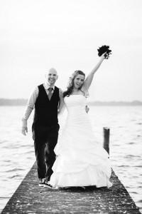 Glueckliches-Brautpaar-Hochzeit-in-Bad-Zwischenahn