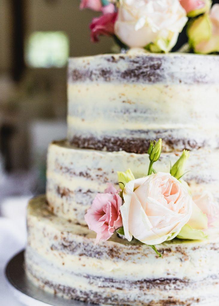 Hochzeitstorte-Blumen-half-naked-cake