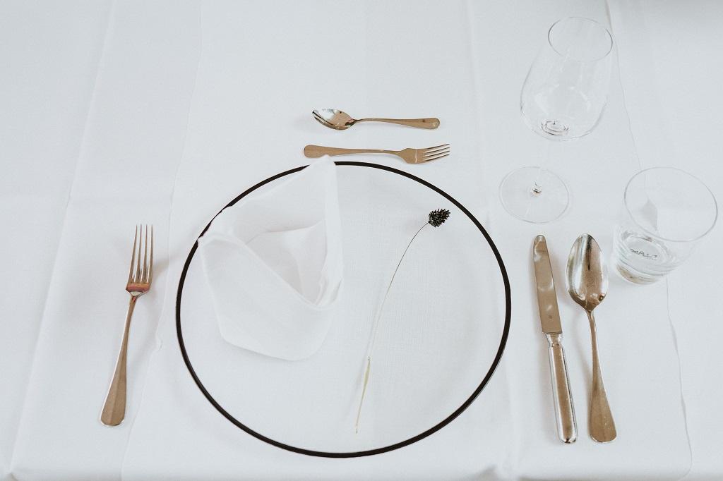 Familienfeier-Wildeshausen-simple-Platzteller-glas-schwarz