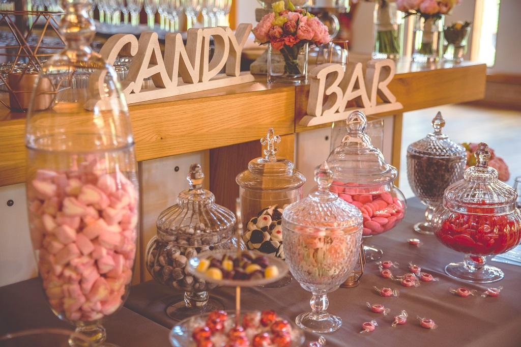 Hochzeitsplanung-Oldenburg-CandyBar-rosa-bunt